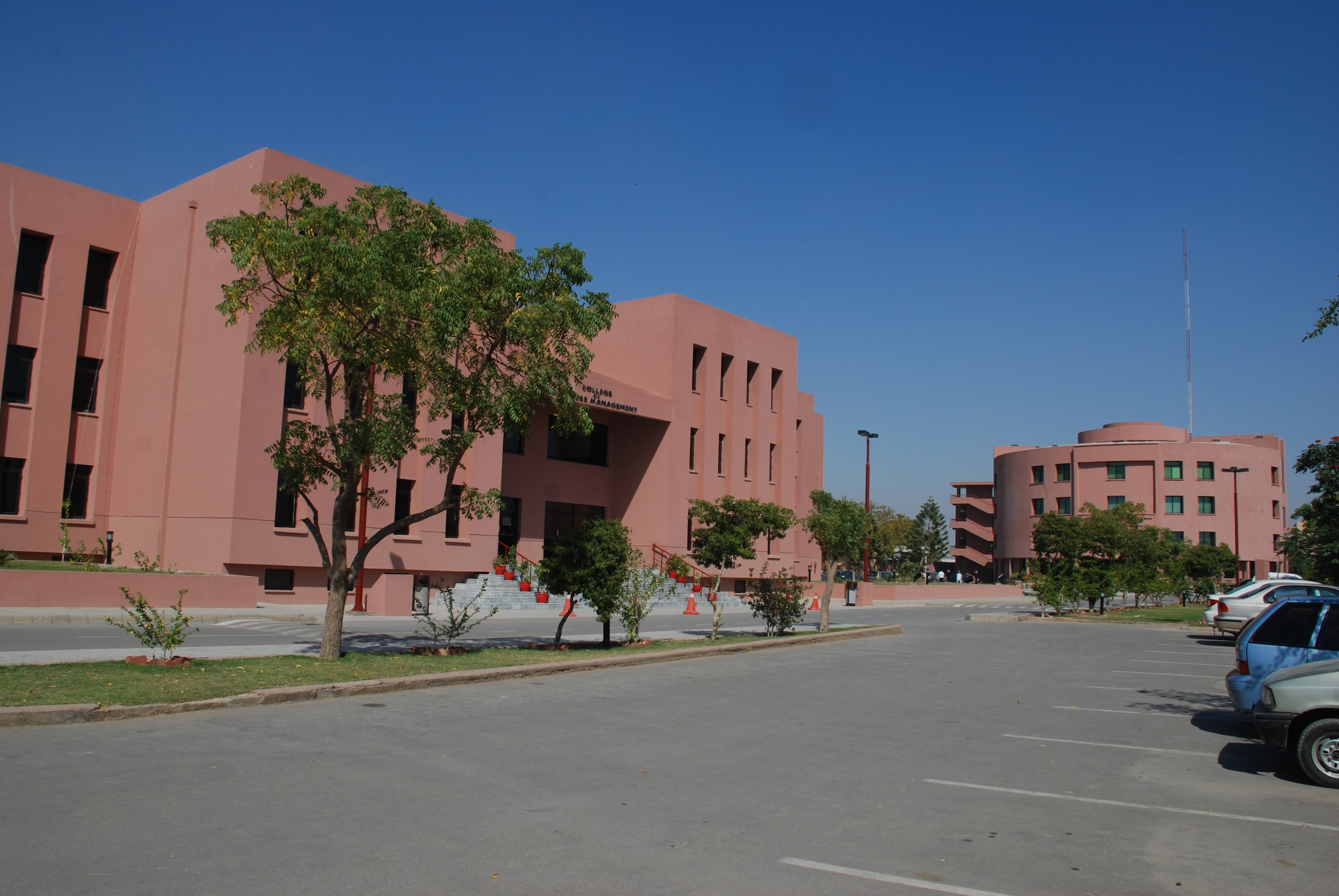 Logo Institute of Business Management (IoBM)